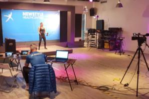 Doe mee met Livestream Groepslessen bij Newstyle